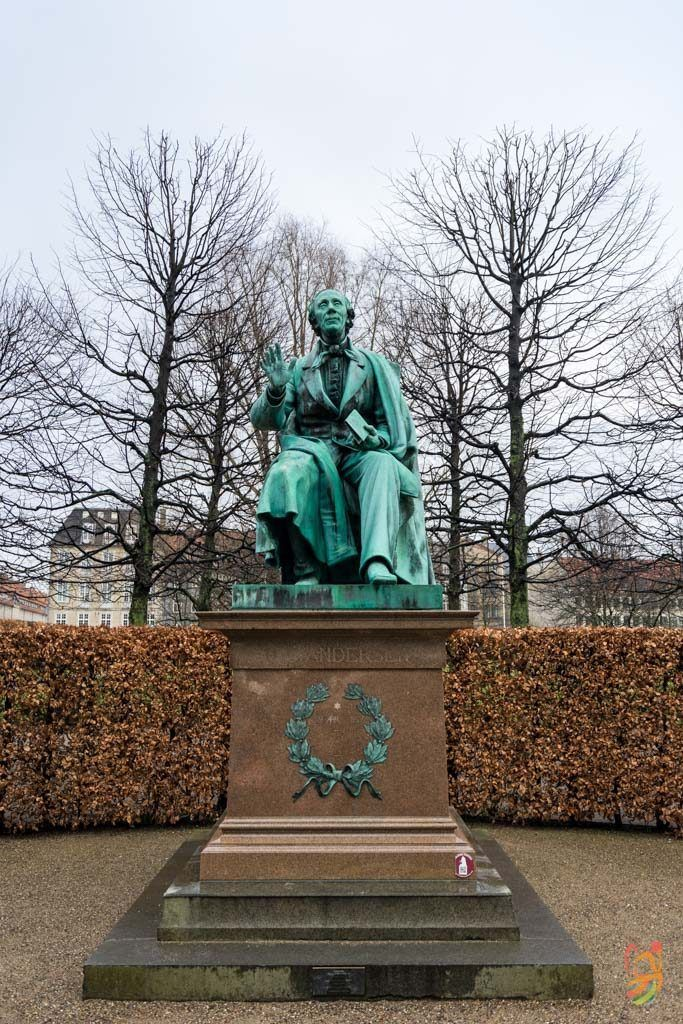 estatua en honor de Hans Christian Andersen